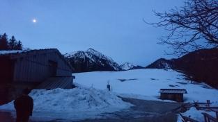 Noch steht der Mond über den Schlierseer Bergen